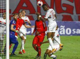 """""""Protagonista"""", São Paulo de Crespo perde chances e empata com Botafogo-SP"""